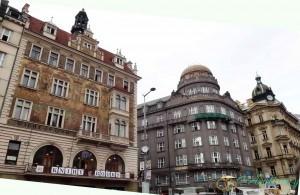 """Прага, Вацлавская площадь. Книжный магазин, Старый банк и дворец """"Альфа"""""""