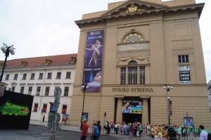 Прага. Здание театра на Площади Революции