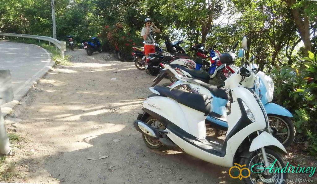 Скутер в Тайланде. Парковка возле пляжа