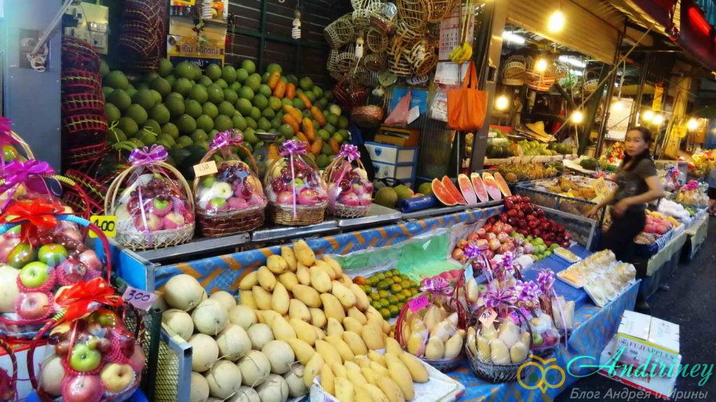 Чианграй. Flower market