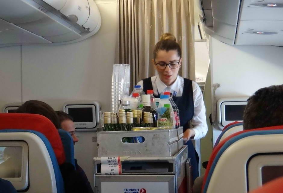 Развоз еды в самолёте
