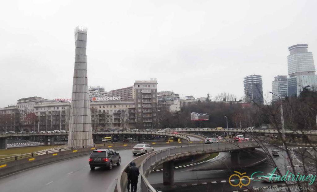 Тбилися в январе. Площадь героев