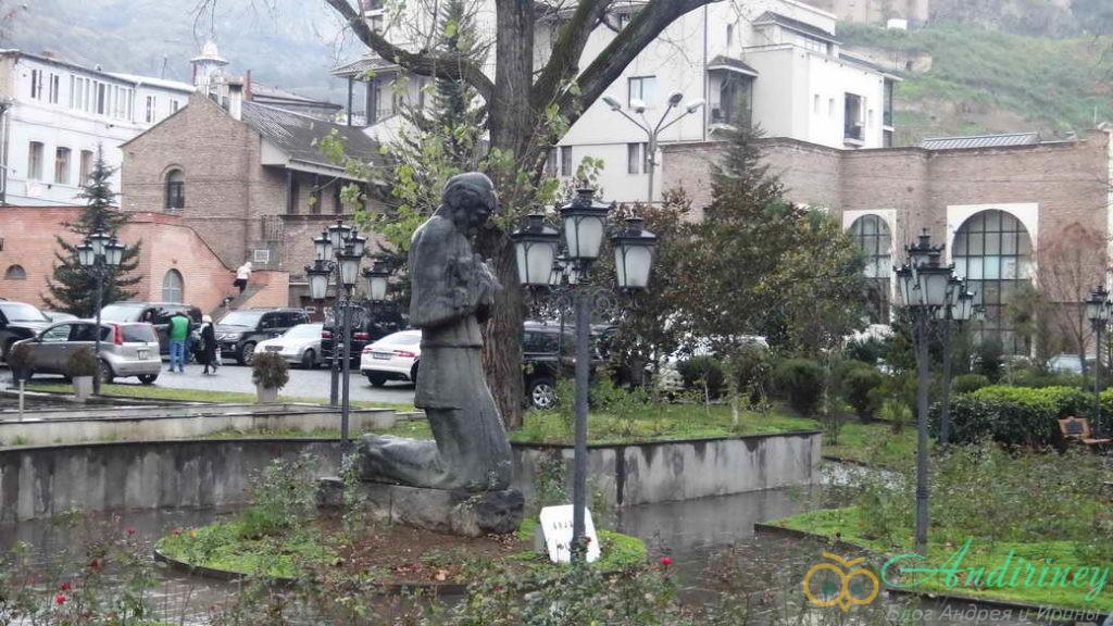 Тбилися в январе. Памятник Нико Пиросмани