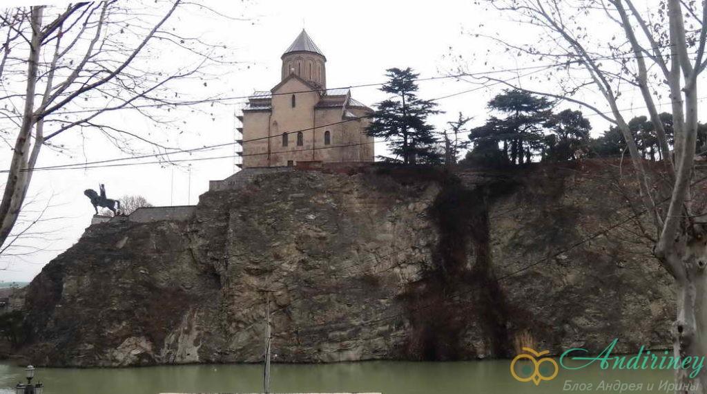 Тбилися в январе. Памятник Вахтангу Горгасали