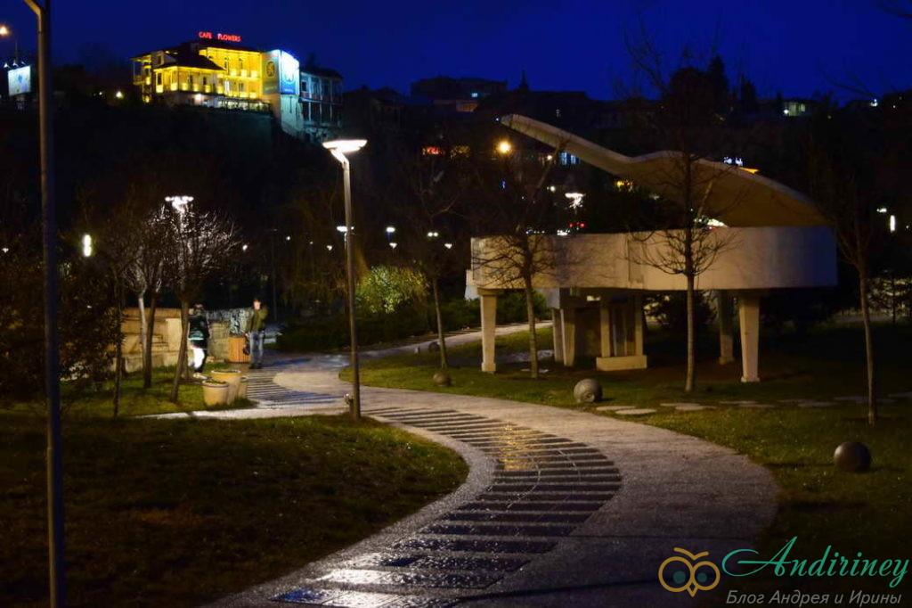 Тбилиси. Рояль