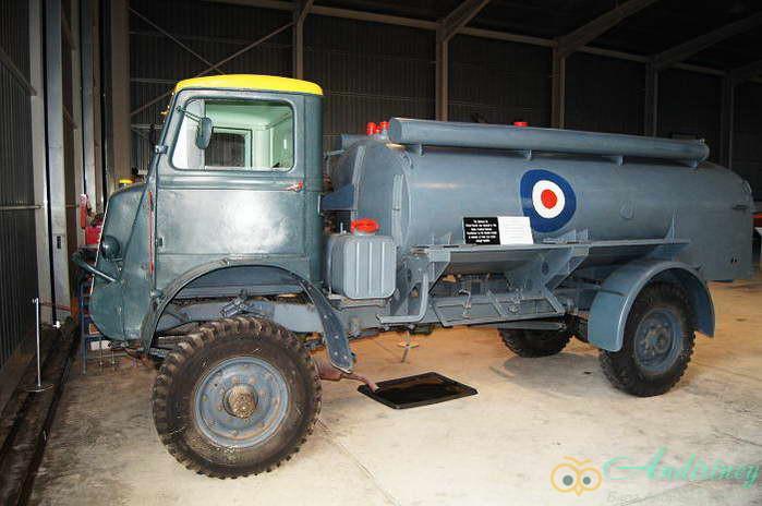 Bedford QL-D Tanker