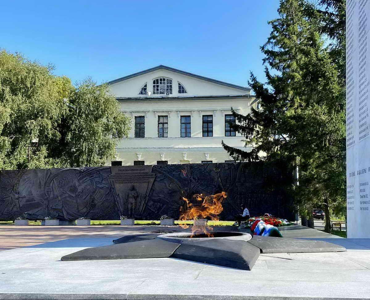 Музеей городской думы. Вечный огонь. Тюмень.